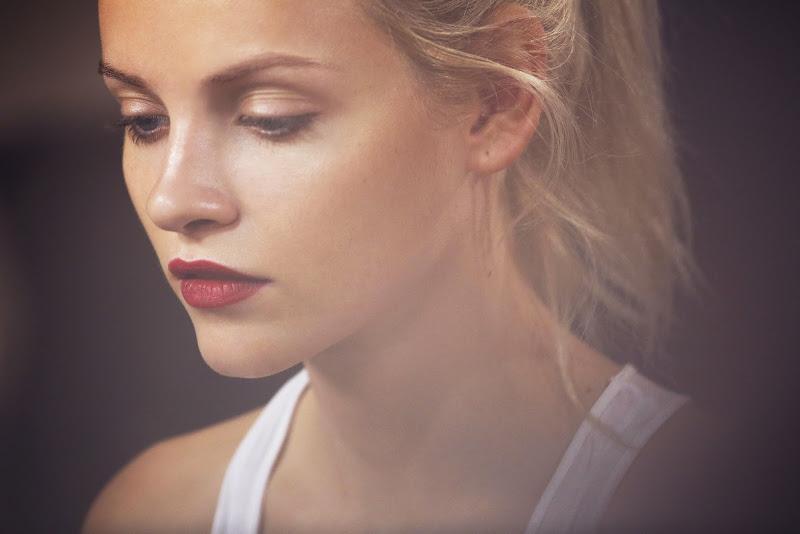 mujer calida gama de color labio rojo Missenplis