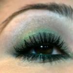 Ojos ahumados en verde y púrpura